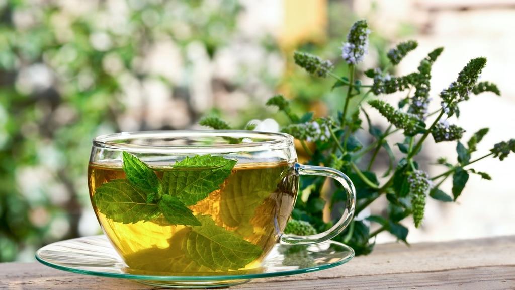 herbata-mietowa-zamiast-kawy