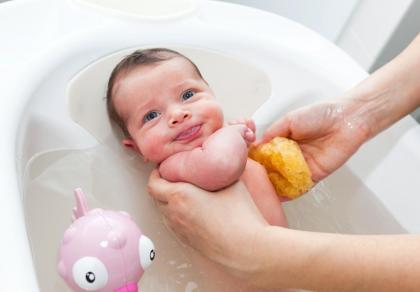 Kąpiel noworodka - krok po kroku