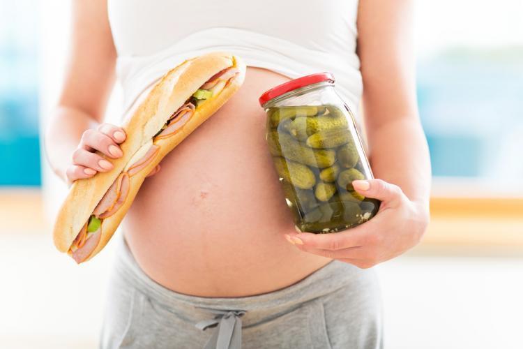 Zachcianki ciążowe i wilczy głód - ile jeść w ciąży, by po urodzeniu nie mieć nadwagi