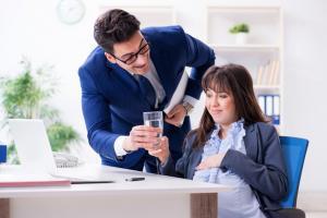 Nie popełnij tego błędu! Kiedy i w jaki sposób powiadomić pracodawcę o ciąży?