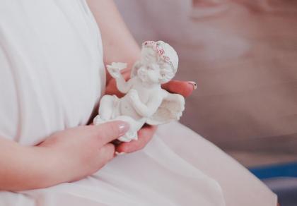 Poronienie i strata dziecka: Dlaczego tak ważna jest pamięć o stracie?