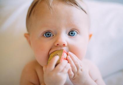 Skoki rozwojowe niemowlaka - w których tygodniach i czym się objawiają
