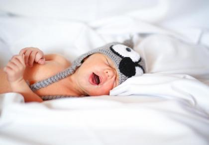 Niewiarygodnie szybki sposób na zasypianie niemowlaka – 5 minut i dziecko błogo śpi. Zobacz film
