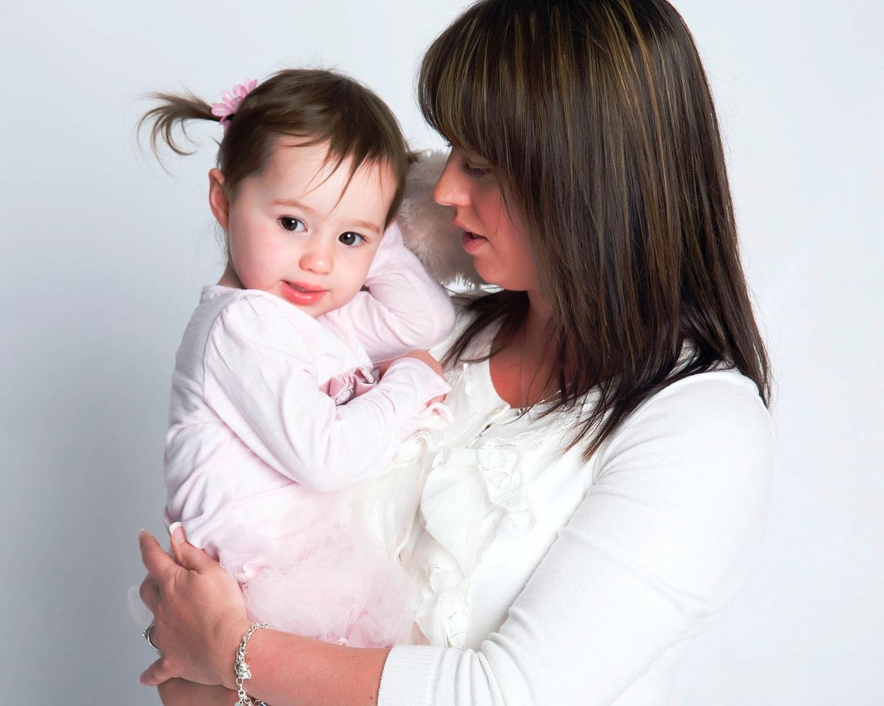 Odpowiadanie za dziecko może spowalniać rozwój mowy 3-latka