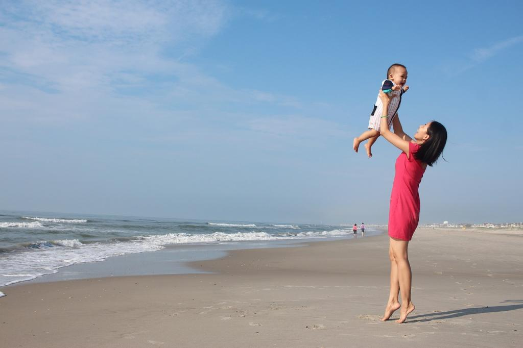 Ważne, aby chronić niemowlaka przed słońcem, ale trzeba to robić w odpowiedni sposób.