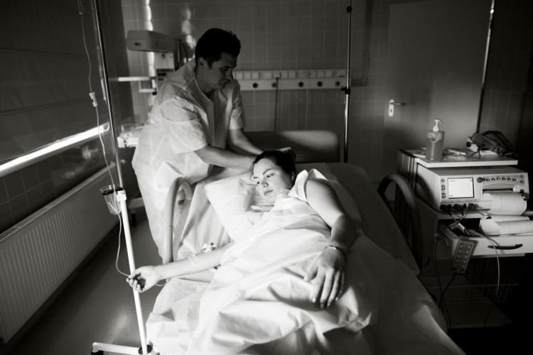 """""""Przemoc instytucjonalna w Polsce. O systemowych naruszeniach praw reprodukcyjnych"""