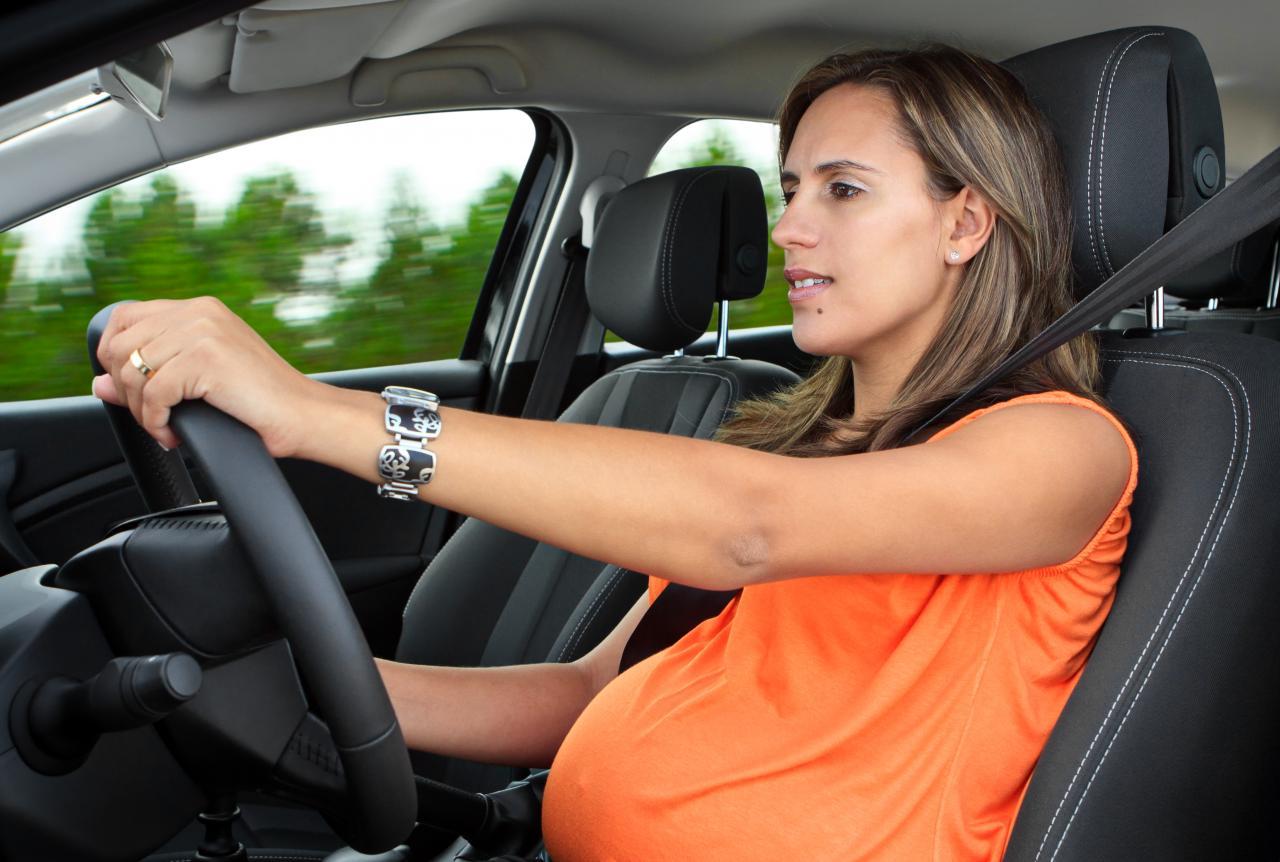 Samochodem w ciąży - jakie są zasady?