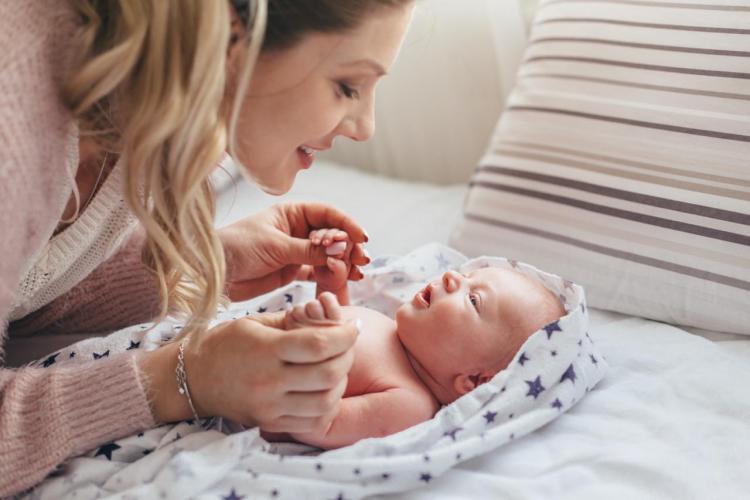 Czkawka u niemowlaka - kiedy występuje?