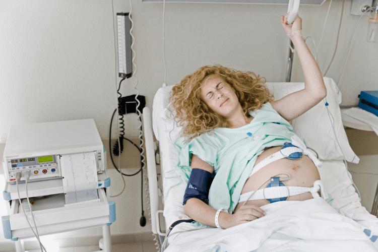 Sztuczne wywołanie porodu w szpitalu