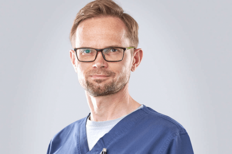 dr Bartosz Chrostowski